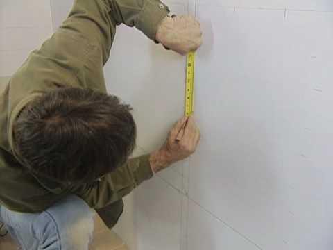 Cómo Instalar Losas en las Paredes del Baño