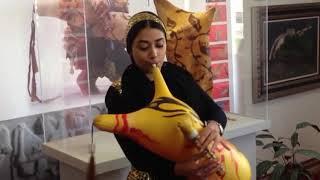 A iraní Liana Sharifian toca a gaita Ney-anban