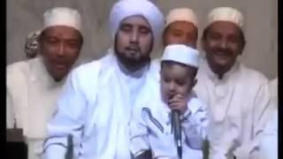 subhanallah anak kecil pimpin sholawat bersama jamaah