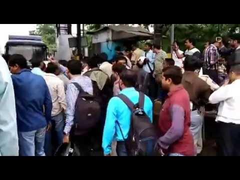 People unite to shut down dahisar toll naka after a staff hits a biker(Part 2)