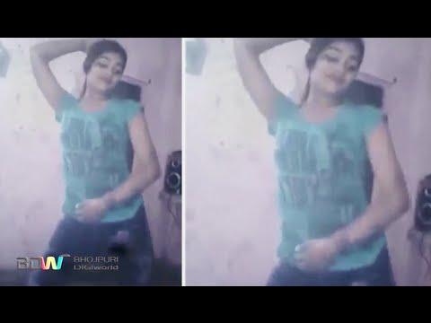 Desi Village Girl Hot Dance on Bhojpuri Song in bihar