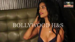 Hot Poonam Panday Showing Boobs Of Launch The Weekend