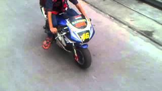 Berangkat sekolah naik motornya rossi