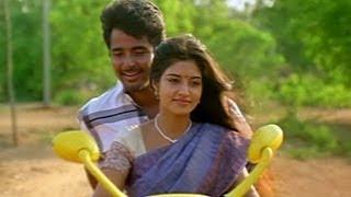 Sivakarthikeyan Lies To Aathmiya - Manam Kothi Paravai