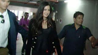 Katrina Kaif looks smoking hot when clicked at Airport   VIDEO