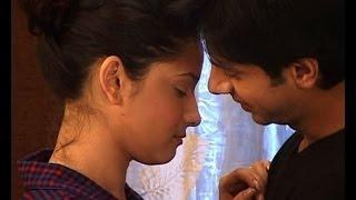 Pavitra Rishta: Narendra gifts saree to Ankita