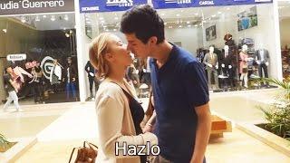 Como Besar una Chica Desconocida en la Calle | Kissing Prank | Decibel Prank TV