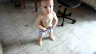 Bebe dançando Gaiola das popozudas