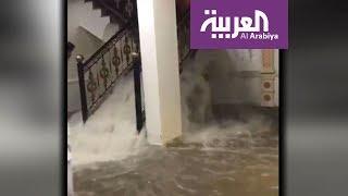 الأمطار تعلق الدراسة والعمل في الكويت وتقتحم المنازل