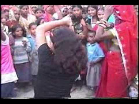 Hot desi village girl dance on bollywood song
