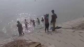 পদ্দা নদীতে গোসল করা দেখুন  gosol video
