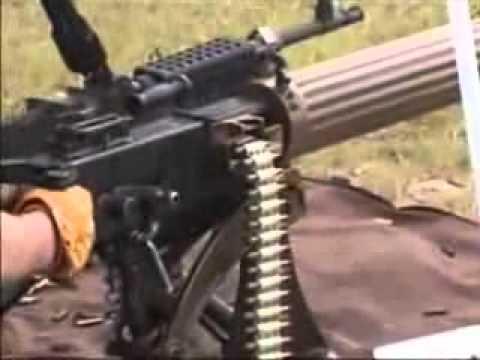 probando armas pesadas hasta los niños las usan
