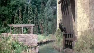 The Hilarious Draw-Bridge scene from The Pink Panther Strikes Again - Peter Sellers