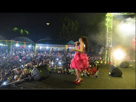 "TASYA ROSMALA MENGHIPNOTIS PENONTON ""BENCI"" OM ADELLA Live Di SOCAH BANGKALAN"