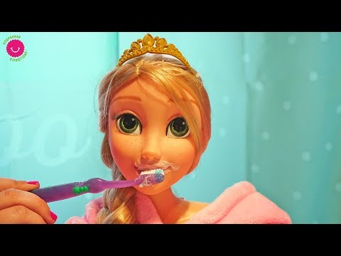 Xxx Mp4 Muñeca Rapunzel Grande En Su Rutina De Noche 🌙Comiendo Noodles 3gp Sex