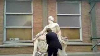 Fais la statue