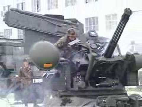 20mm対空機関砲空砲射撃展示(2004年防府南)