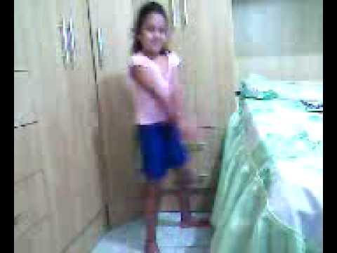 giovana dançando créu