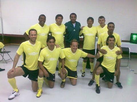 Damian Alvarez Arcos jugando con las Leyendas del América.