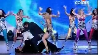 Shah rukh dance with Harbhajan,Yusuf and Yuvraj