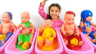 Learn Colors in a Slime Bath Baby Doll Play for Kids, Baby Doll Bath Time