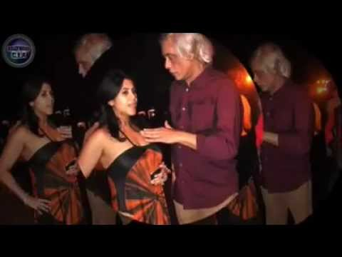 EKta Kapoor Sexy boobs touched by Sudhir Mishra