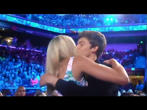 Chloe Lukasiak & Boyfriend Ricky Garcia Kissing at the Teen Choice Awards
