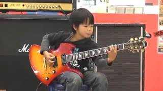 Menino Yuto Miyazawa tocando Ozzy Osbourne - Crazy Train