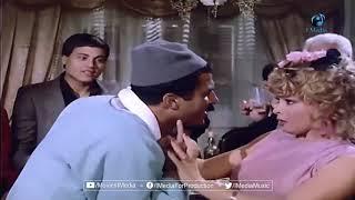 النجم الاسمر أحمد زكى يبدع فى الغناء