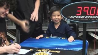 Chan Hong Lik de 4 anos resolve cubo mágico(rubik´s cube) em 39 segundos -SESC Santos 2012