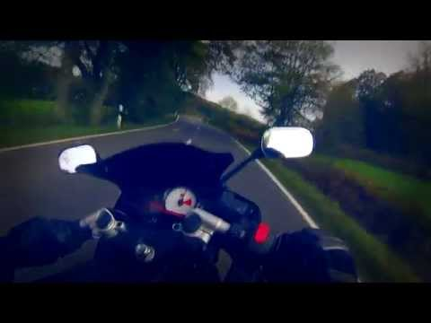 Yamaha YZF R125 Raping The Streets [HD] Knee Down
