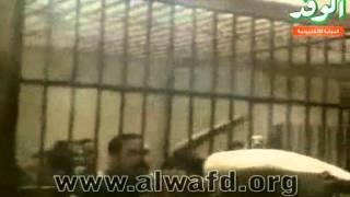 اقتحام محكمة سوهاج اعتراضًا على أحكام بالحبس.flv