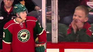 Hockey Player and #39;s Wave Makes Kid and #39;s Day