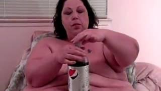 600 lbs. SSBBW White Girl Feedee (10 minutes)