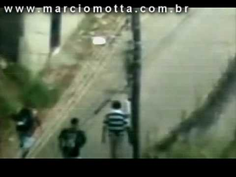Tiro certeiro em traficante Vídeo completo Sniper shoots a straight shot at the smuggler