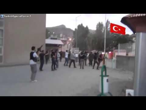 Polis Özel Harekat - Slogan atan çakallara Müdahale ediyor. Hakkari