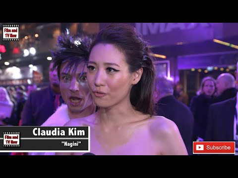 Xxx Mp4 Ezra Miller Photobombs Claudia Kim 39 S Red Carpet Interview At Fantastic Beasts 2 UK Premiere 3gp Sex