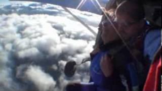ParaquedismoBoituva - Salto duplo da adriana f. com o to ligado