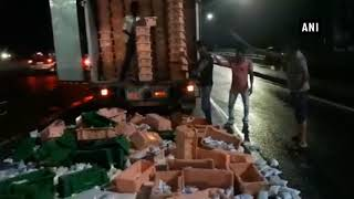 Swabhimani Shetkari Sanghtana workers apprehended for blocking milk supply to Mumbai