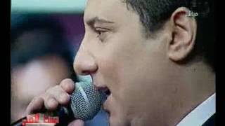 """بالفيديو..الملحن محمد عبد المنعم يغني على الهواء للفنانة بوسي """"لف بينا يا دنيا"""""""