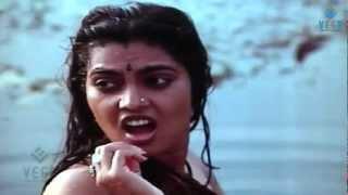 Thambikku Oru Pattu Movie : Silk Smitha Enjoying in Pond