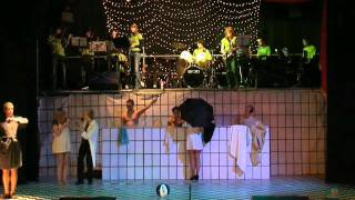 Revue 2010 - De regels van l'Hopital: Douchescene