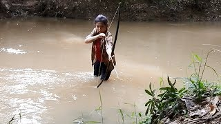 Primitive Technology Bamboo BowFishing To Shoot Huge Fish -Khmer Fishing At Siem Reap Cambodia