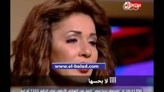 أبلة فاهيتا تقدم الشبكة لنجلاء بدر على الهواء