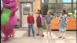 barney le canta al pejendejo y sus acopañantes