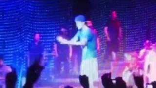 Justin Bieber stops the concert