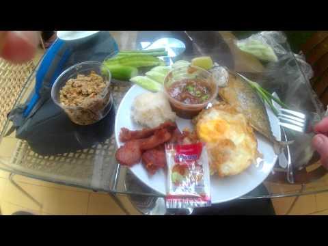best breakfast singapore