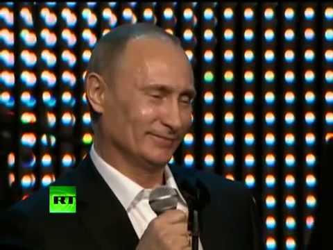 Putin Şarkı Söylüyor