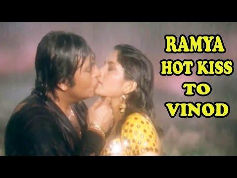 Xxx Mp4 Bahubali Actress Ramya Krishna Gave Bold Kiss To Vinod Khanna In Parampara 3gp Sex