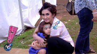 Nafa Urbach Hot Mama Yang Cuek Soal Penampilan - Cumicam 14 Oktober 2015